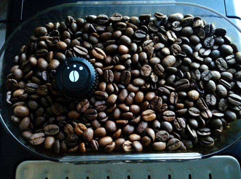 ein Kaffeebohnenbehälter